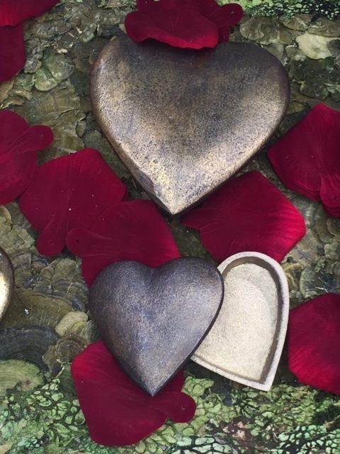 romaticheartwithpetals-2194570